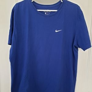 Nike blue atheletic cut t-shirt size XL